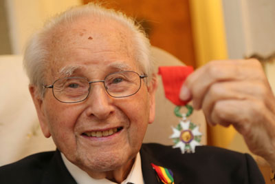 Stan Hartill Legion d'honneur Courtesy of Daily Echo Bournemouth